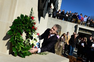 British Ambassador Sir Peter Westmacott lays a wreath at the National Churchill Museum.
